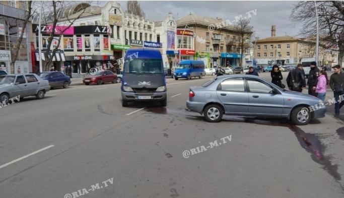 В Мелитополе маршрутка с пассажирами попала в ДТП: в салоне была беременная (ФОТО)