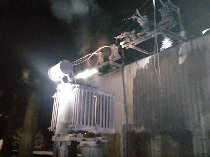 В селе Запорожской области на электроподстанции горел трансформатор