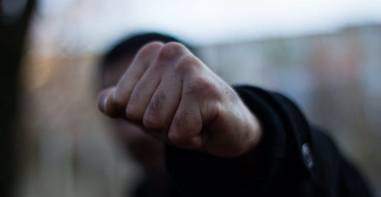 В Запорожье агрессивный мужчина побил полицейского: ему грозит тюрьма (ФОТО)