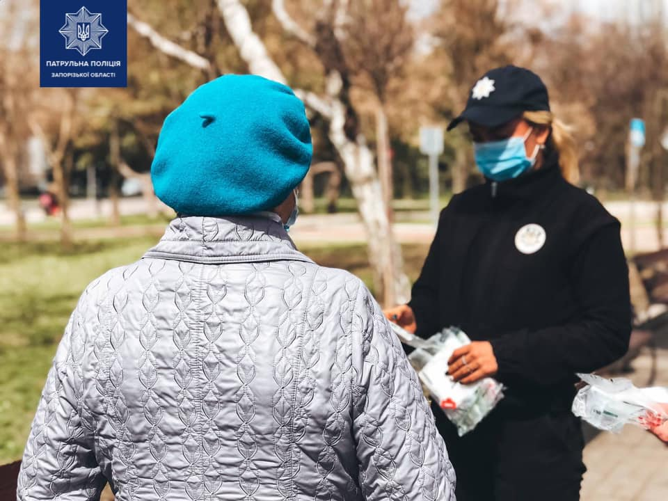 В Запорожье патрульные останавливали горожан (ФОТО)