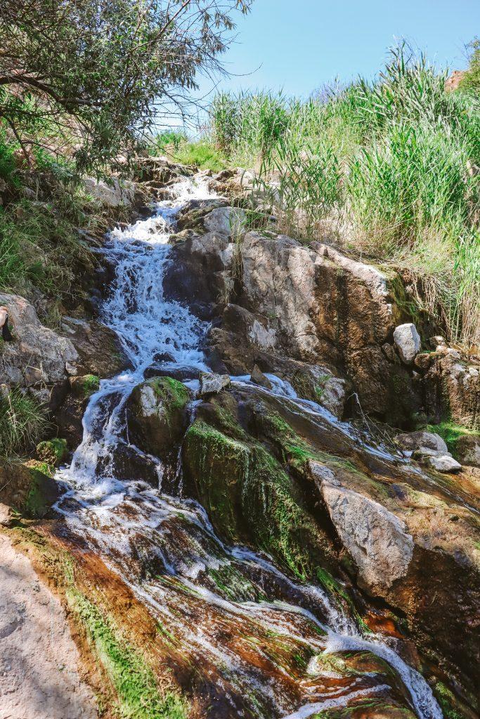 Запорожская путешественница рассказал о водопаде с магическими свойствами