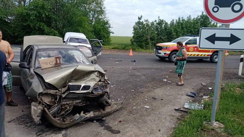 под Запорожьем произошло лобовое столкновение двух легковых автомобилей - четверо пострадавших