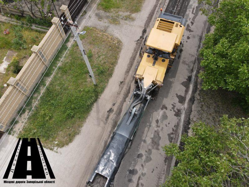 на втором участке областной автодороги О081030 Арабка - Астраханка - Мордвиновка - Гирсовка - Степановка - Первая в селе Константиновка начали текущий средний ремонт.