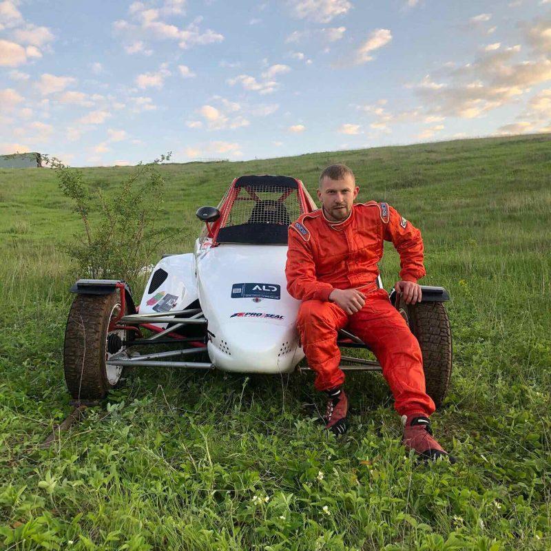 Запорожец Николай Панасюк уже 10 лет занимается автоспортом — участвует в автокроссе на багги
