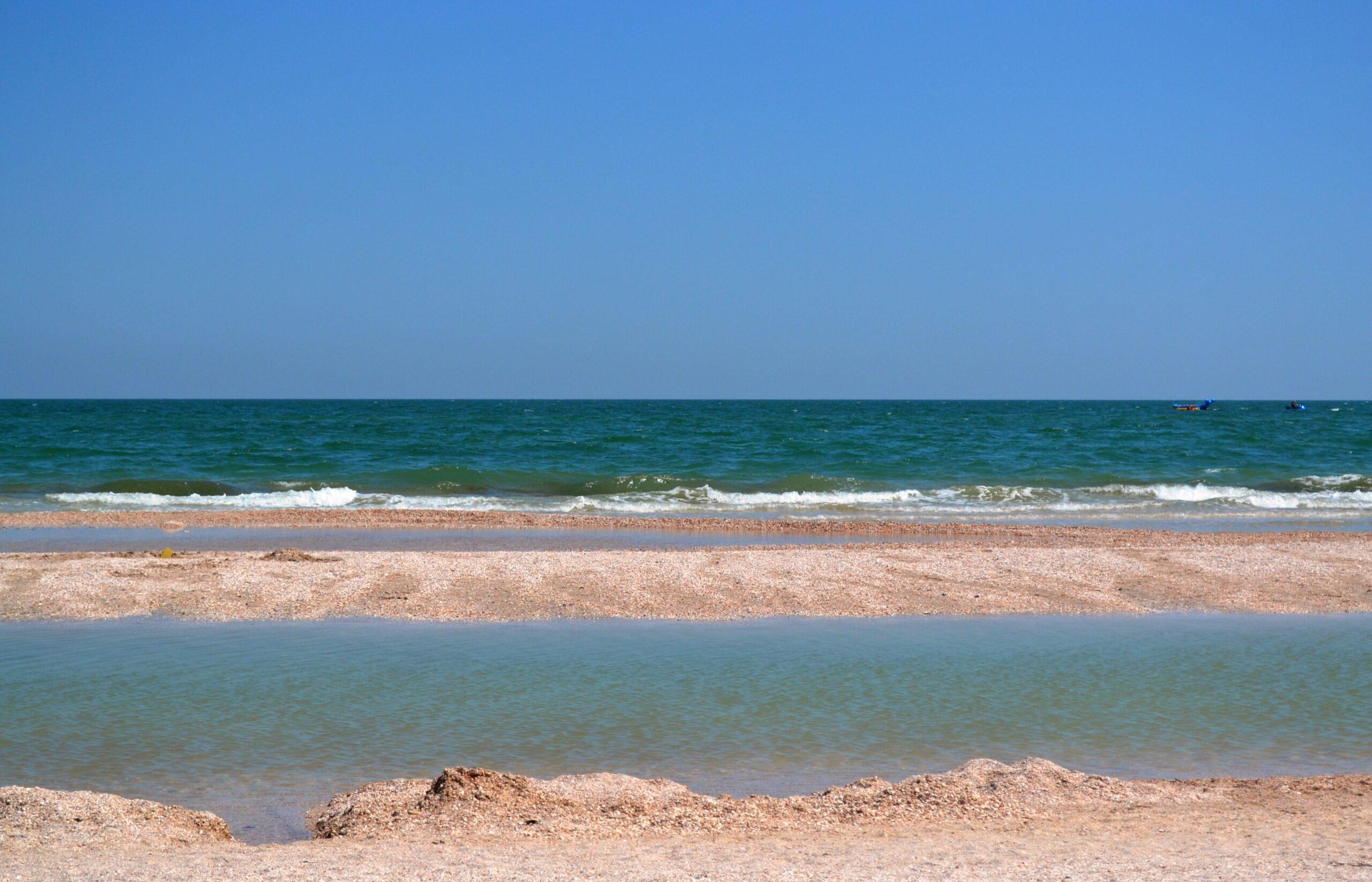 Есть ли дождь на море: теплое море без медуз – как стартовал курортный сезон в Запорожской области?