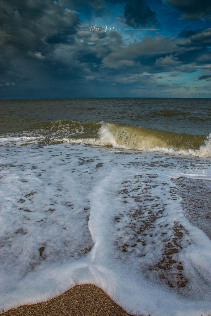 Фотограф из Запорожской области показала, как выглядит море после шторма - фото