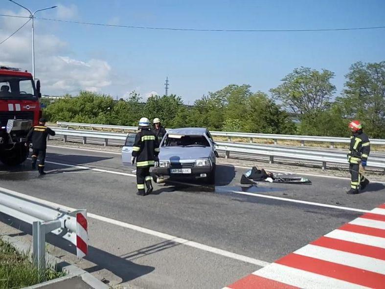 На трассе в Запорожской области перевернулся автомобиль