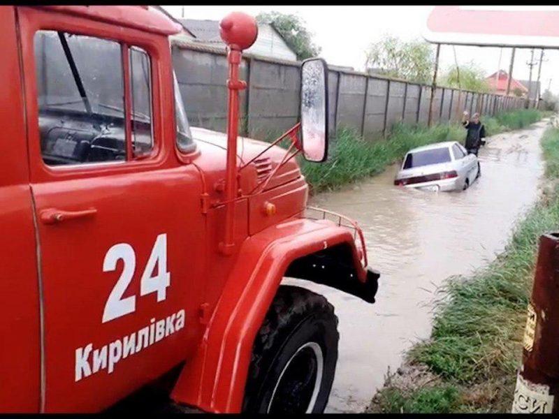 спасали отдыхающих на Азовском побережье