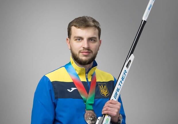 Украинец Сергей Кулиш выиграл золото на чемпионате по пулевой стрельбе. Фото: noc-ukr.org