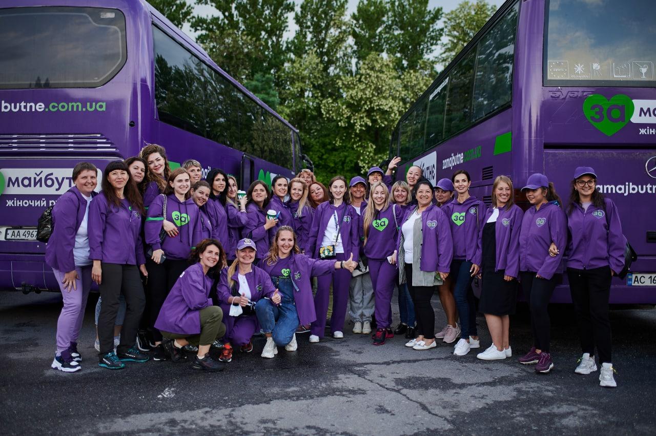 Почти полтысячи женщин в униформе прибыли в Буковель