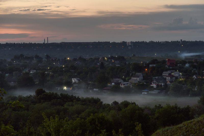 Сказочные кадры: в Запорожье и туман окутал урочище Вырва - фото