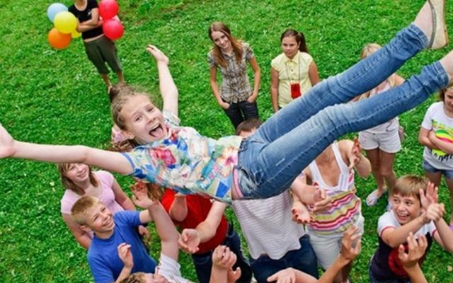 В Запорожье начали работать пришкольные детские лагеря