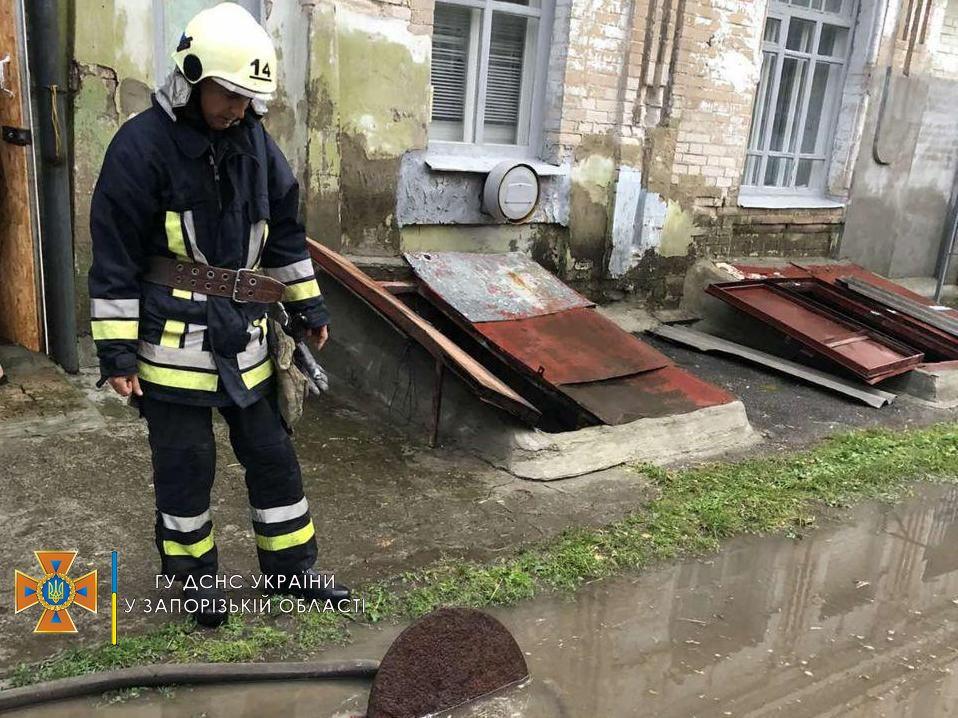 В Запорожской области из-за дождя затопило дома: результат непогоды показали спасатели (ФОТО)