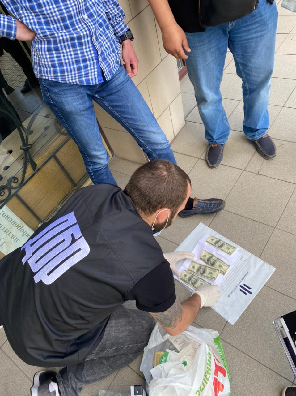 В Запорожской области очередного чиновника взяли с поличным