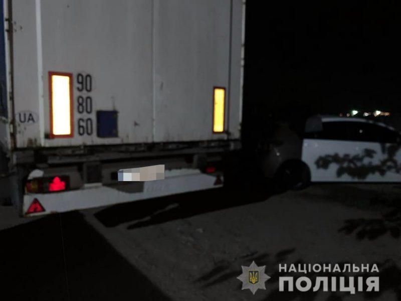 охранник на территории СТО таранил автомобили