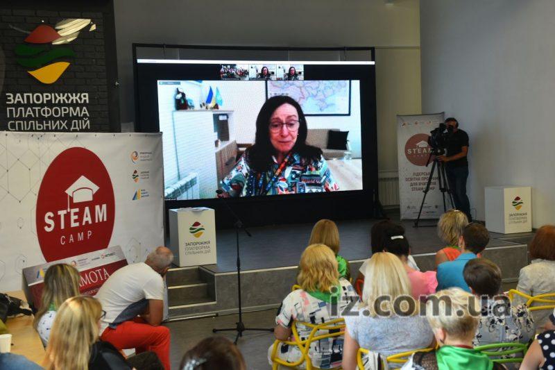 """У хабі """"Платформа спільних дій"""" сьогодні підбили підсумки проєкту STEAM CAMP та відкрили виставку"""