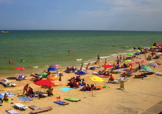 Яблоку негде упасть: курортники заполонили пляжи Кирилловки - фото kirillovka.ks.ua