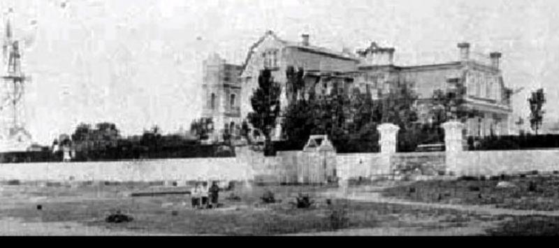 Запорожский дайвер показал затопленную башню, построенную меннонитами- видео