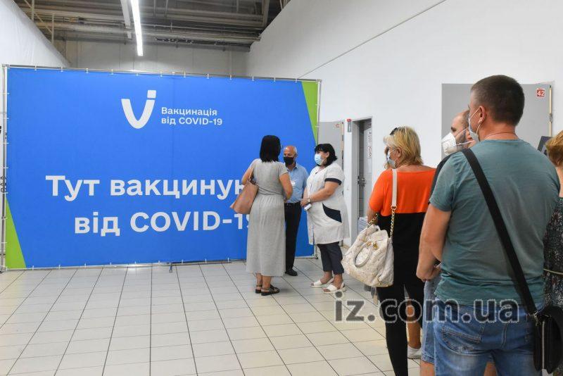Запорожцам рассказали, где и какими препаратами можно вакцинироваться в Запорожской области от COVID-19