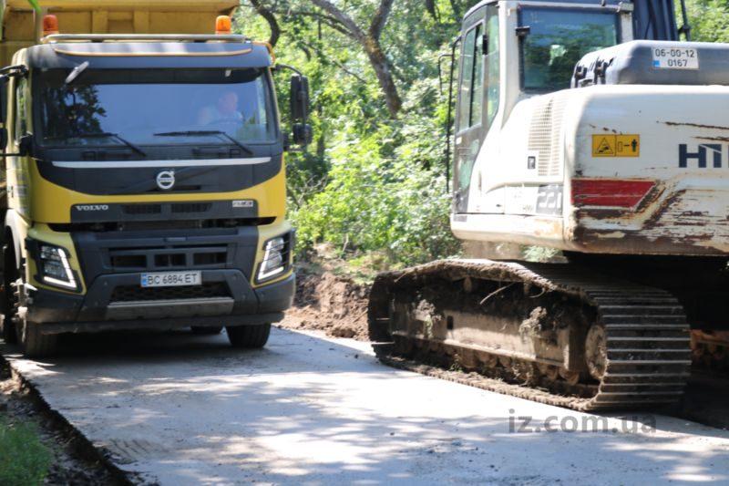 Масштабні роботи з реконструкції продовжуються — турецька компанія Onur виконує дорожні роботи