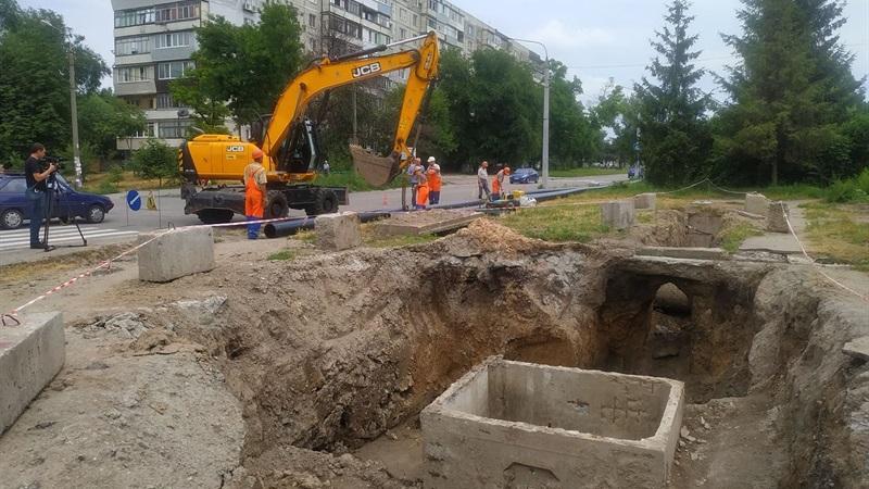 В Запорожье на Шевченковском замена водопровода: будет ли у горожан вода