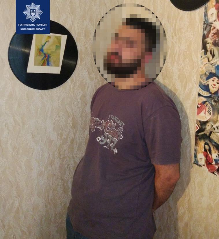 В Запорожье у агрессивного квартиранта копы обнаружили наркотики (ФОТО)