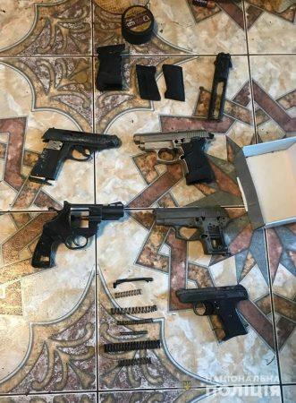 у наркоторговца изъяли марихуану и пистолеты