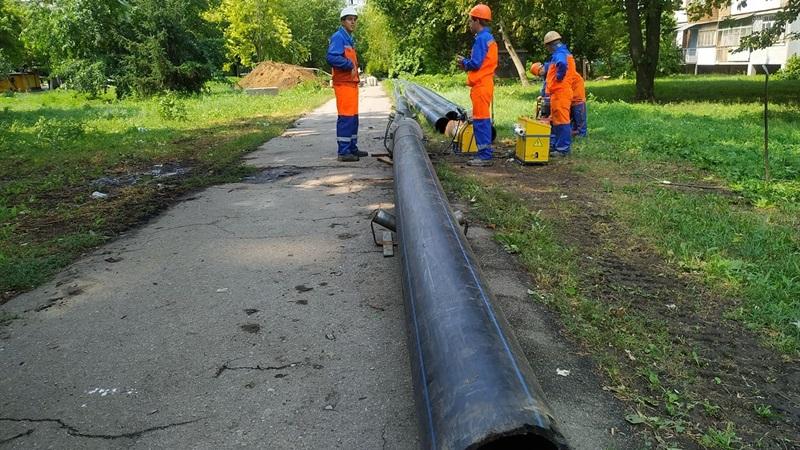 в Шевченковском районе меняют старый водопровод