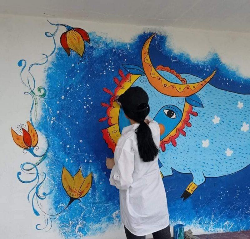 В Запорожской области на остановке появился персонаж с картины Марии Приймаченко