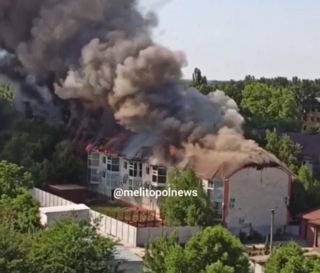 В Запорожской области пылают элитные коттеджи (ФОТО-ВИДЕО)