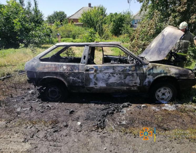 В Запорожской области во время движения вспыхнула легковушка (ФОТО)
