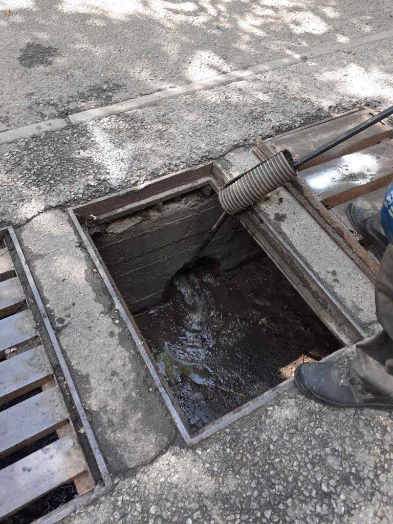 Ливневые канализации были засорены во время сильных дождей