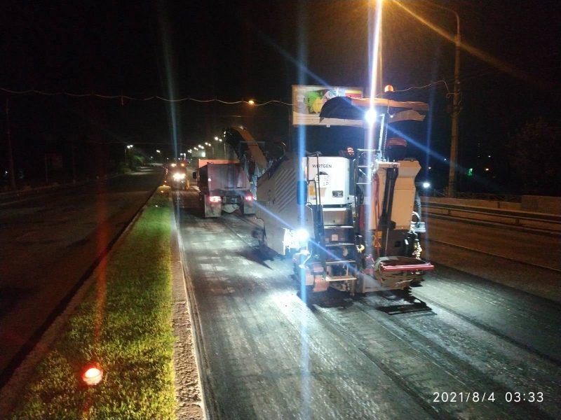 Чтобы не мешать движению транспорта, ремонтные работы дорог проводят ночью