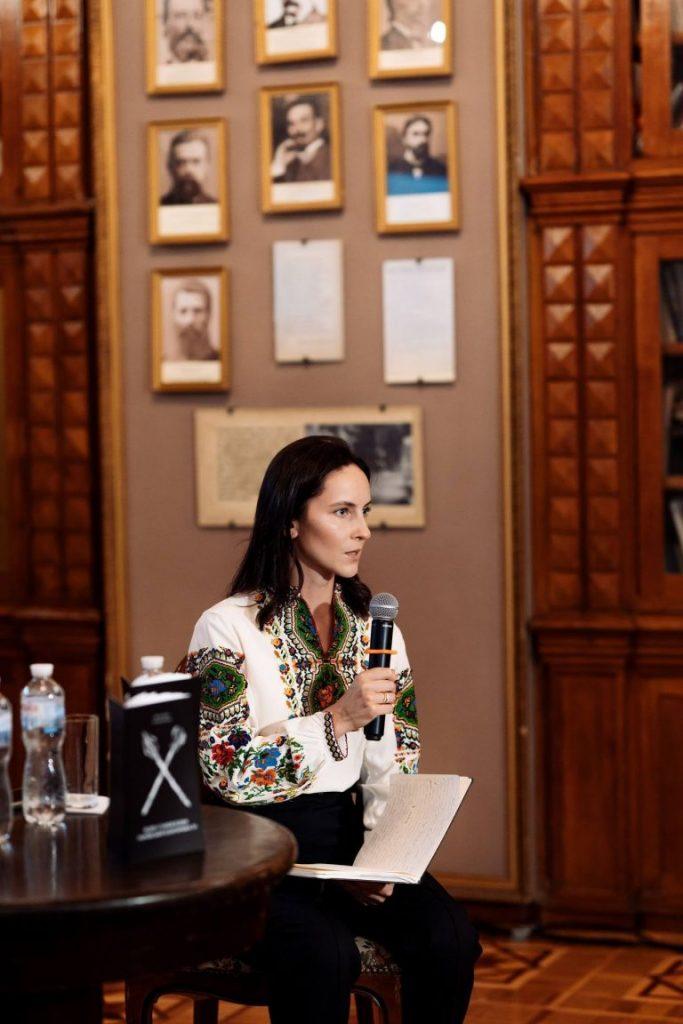 Вероніка Селега