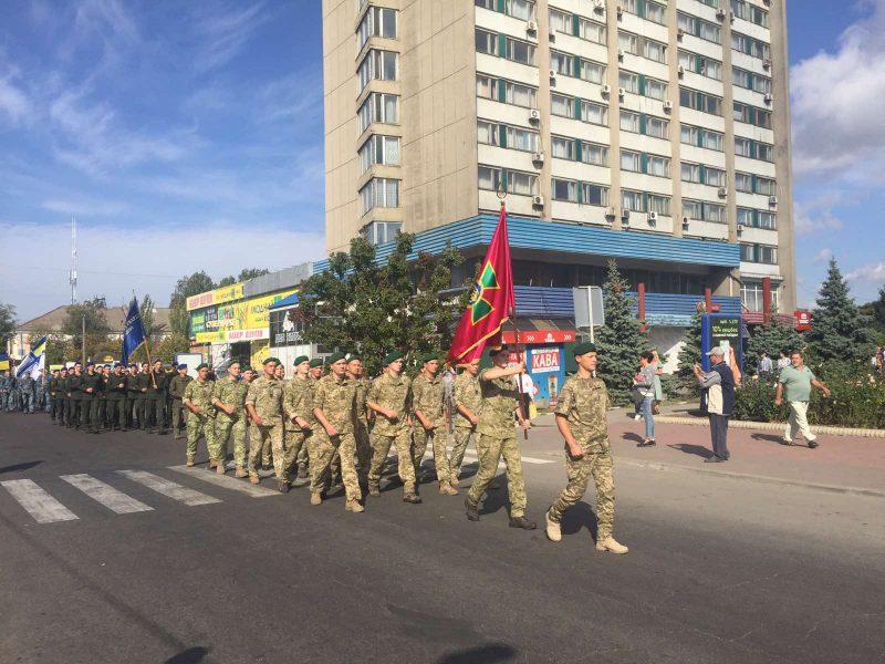 Празднование Дня города началось с торжественного парада военных