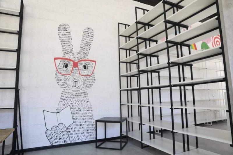 Каждый из посетителей найдет комфортное для себя пространство в обновленной библиотеке