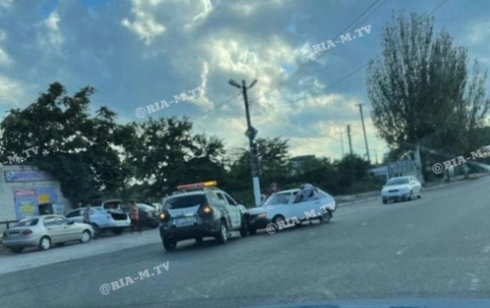 В Мелитополе автомобиль охранной фирмы протаранил легковушку (ВИДЕО)