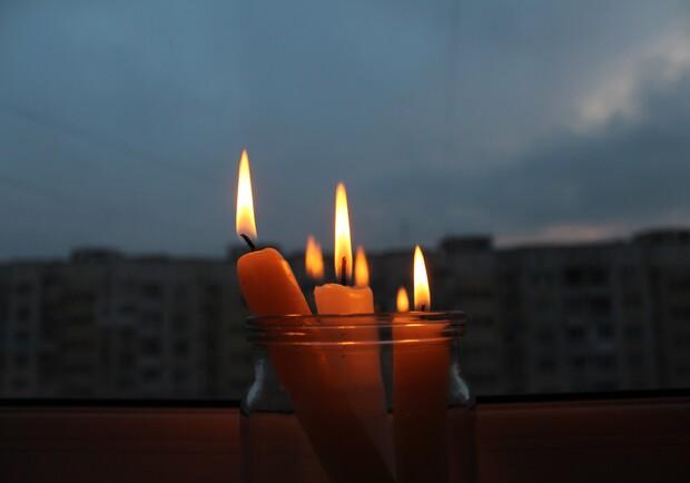 Зарядите гаджеты: кому завтра в Запорожье отключат свет - фото: akzent.zp.ua