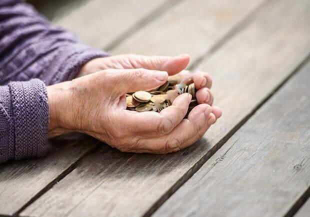 С 1 декабря 2021 года в Украине вырастет минимальная пенсия. Фото: freepik.com