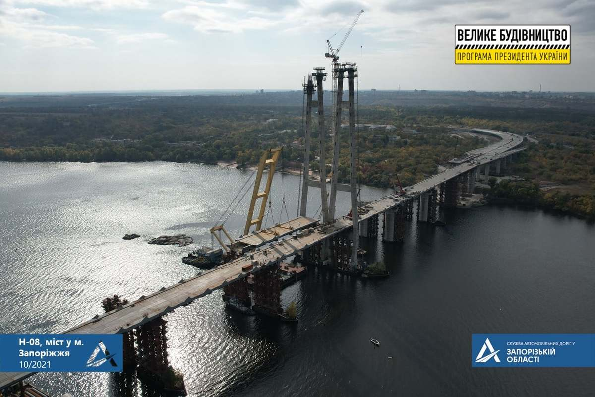 В сети показали, как проходит строительство низовой части вантового моста в Запорожье (ВИДЕО)