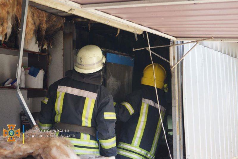 В Запорожье на проспекте Соборном горели торговые киоски