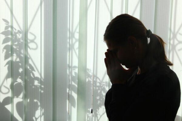 В Запорожье школьница выпрыгнула из окна многоэтажки: подробности