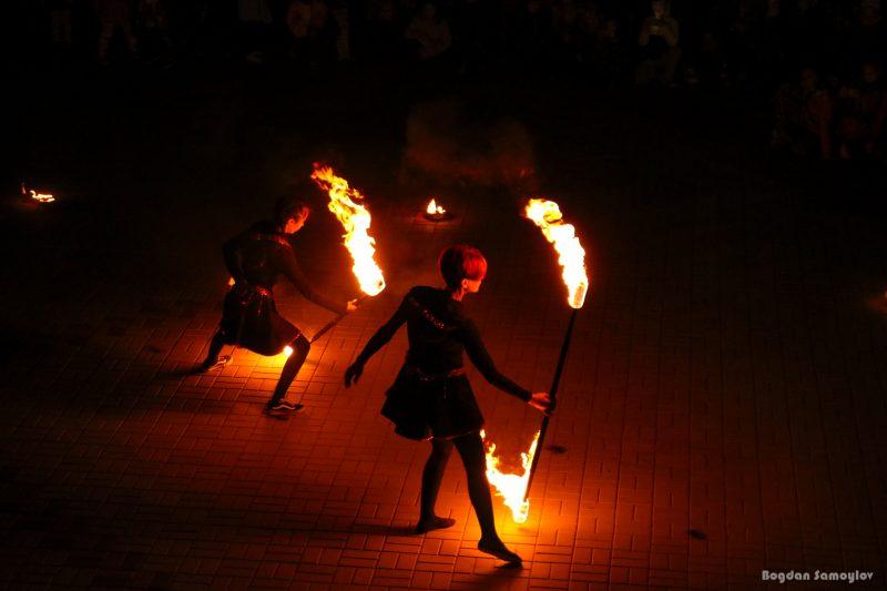 апорожцам показали зрелищное шоу и рассказали, как стать частью театра огня