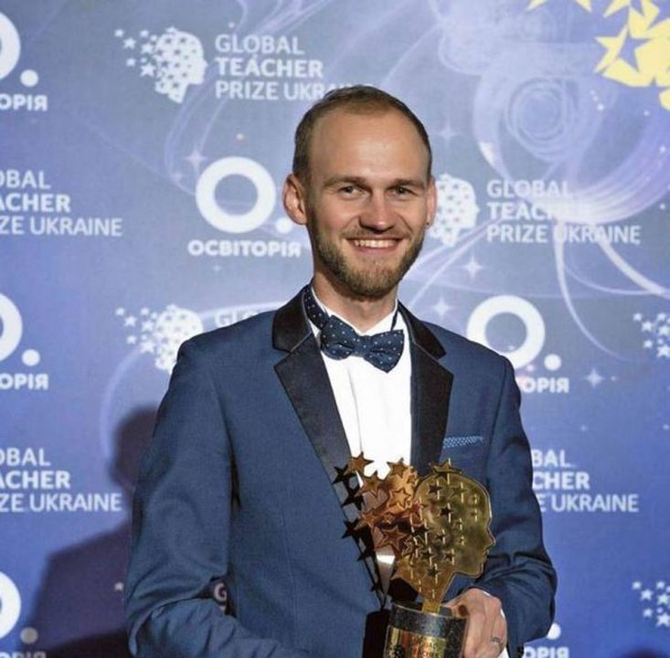 Лучший учитель Украины по версии Global Teacher Prize Ukraine 2018, лауреат Global Teacher Award 2021, учитель информатики Запорожской школы-интерната «Джерело» Александр Жук: