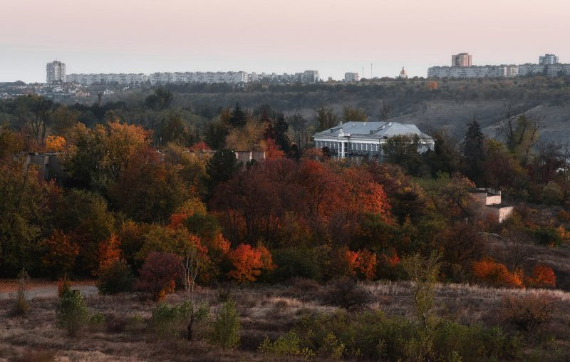 Запорожский фотограф показал, как выглядит осенний закат над Хортицей