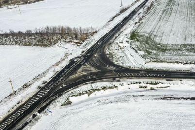 1-kilometr-dorogi-za-344-miljona-yak-vidremontuvali-dilyanku-avtoshlyahu-cherez-zaporizku-oblast-foto.jpg