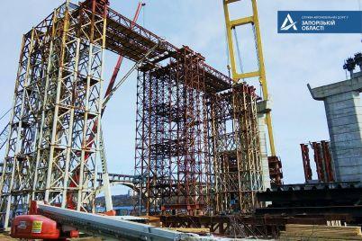 5-hodok-i-bolee-16-tys-tonn-metallokonstrukczij-kakie-raboty-na-zaporozhskih-mostah-uzhe-vypolnil-plavkran-zakhariy.jpg