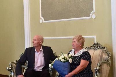 60-let-vmeste-v-zaporozhe-para-otmetila-brilliantovuyu-svadbu.jpg