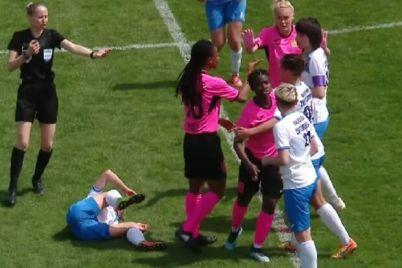 agressivnyj-fol-na-zhenskom-chempionate-afrikanskaya-futbolistka-nastupila-shipami-na-ukrainku.jpg