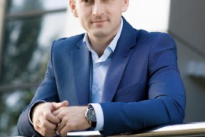 aleksandr-tihovod-deputat-v-parlamente-nichem-ne-otlichaetsya-ot-menedzherav-v-banke.png